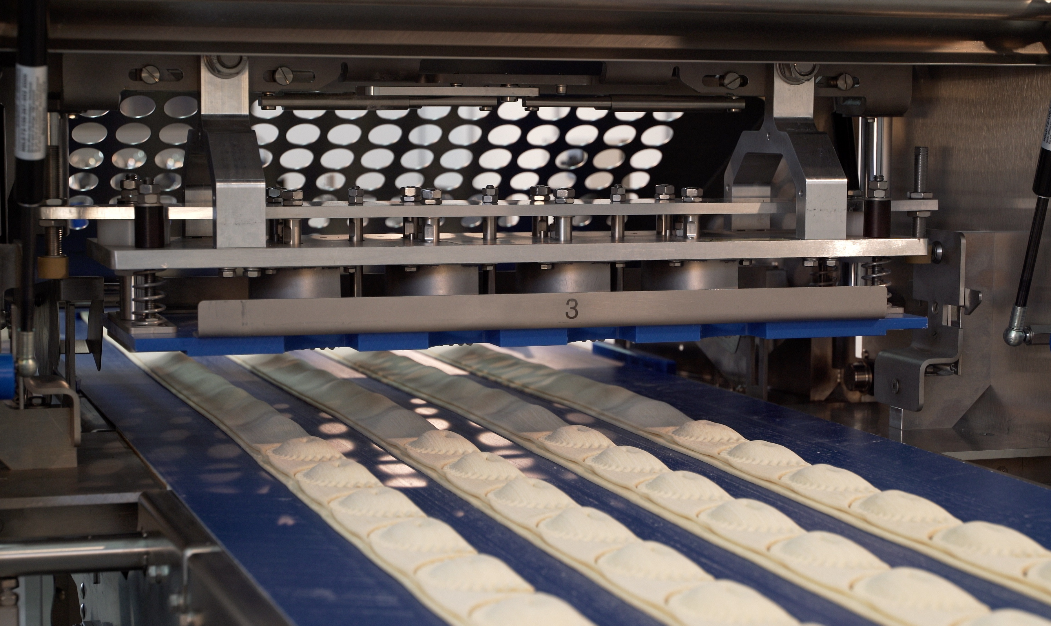 FRITSCH-bakery-machines-pastry-make-up-line-EASYLINE-motoric-driven-guillotine